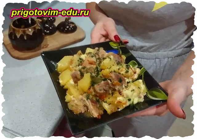 Отварное мясо, тушеное с картофелем и луком