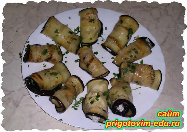 Рулет из баклажанов с сыром и орехами