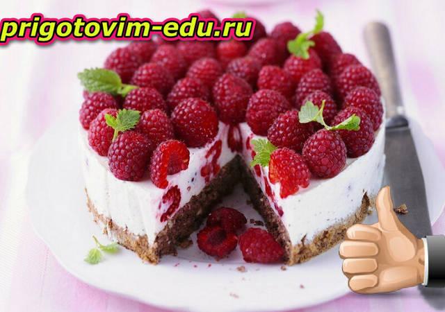 Бисквитный творожный торт с малиной и миндалем