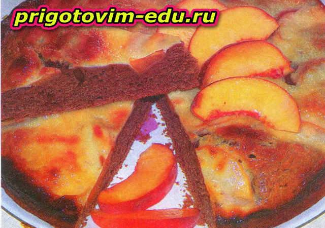 Пирог с персиками и сметанной заливкой
