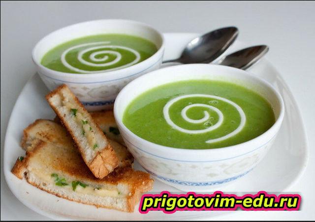 Сливочный крем-суп с зеленью и сыром