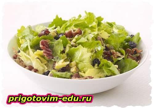 Цикорный салат с фруктами и беконом