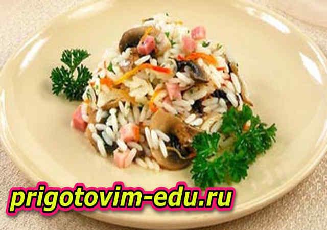 Жареный рис с грибами лисичками