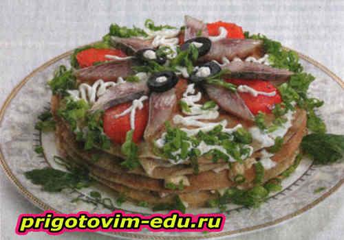 Блинчатый торт с селедочным салатом