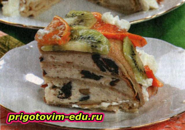 Блинный пирог с творогом и фруктами