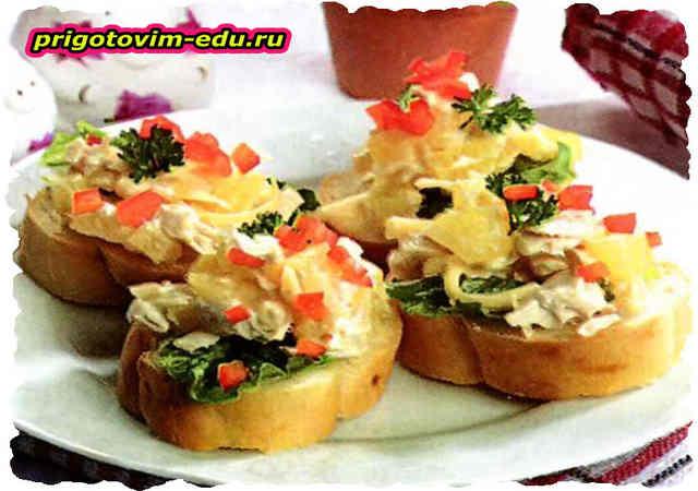 Бутерброды с курицей и ананасами