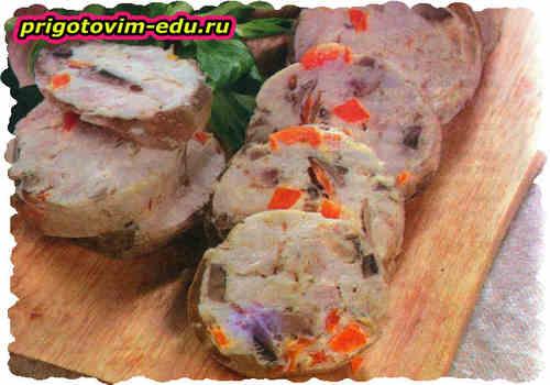 Домашние закусочные колбаски из курицы