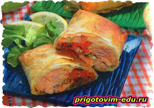 Конвертики с лососем и овощным жульеном