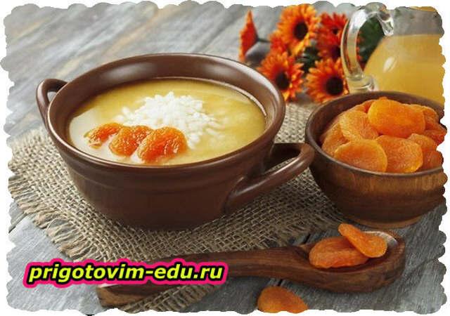 Молочный суп с курагой и рисом
