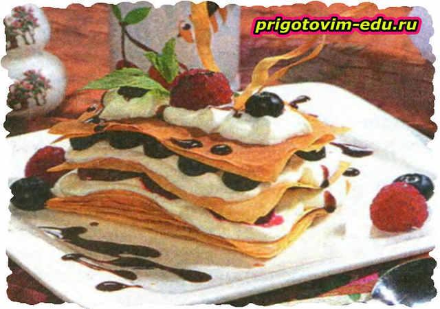 Пирожные с лесными ягодами