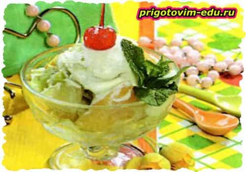 Салат из консервированных фруктов