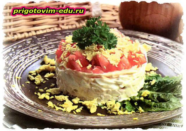 Салат из курицы с сыром и яйцами