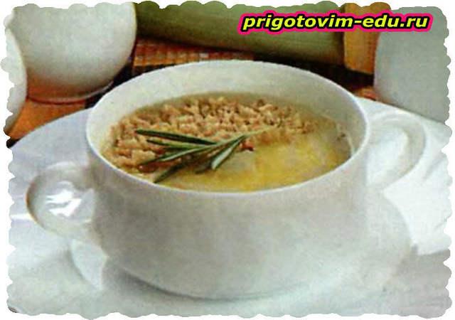 Сливочный крем-суп с орешками