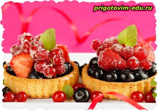 Тарталетки с грушами и ягодами в аэрогриле