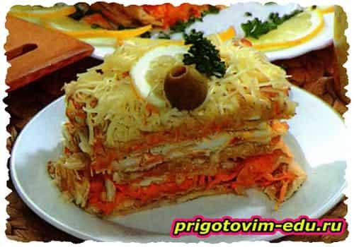 Закусочный слоеный торт с тунцом
