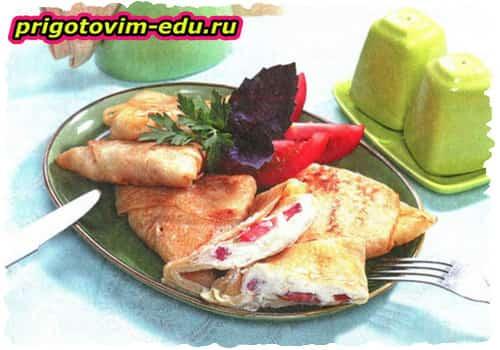 Итальянские блинчики с брынзой и помидорами