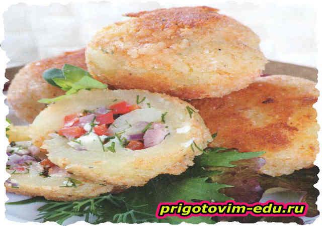 Картофель фаршированный ветчиной и сыром
