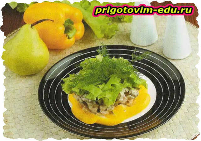 Куриный салат с грушами и печенью