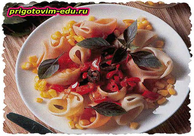Макароны с рыбным соусом и кукурузой