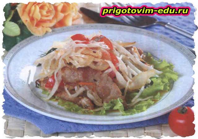 Салат со свининой и квашеной капустой