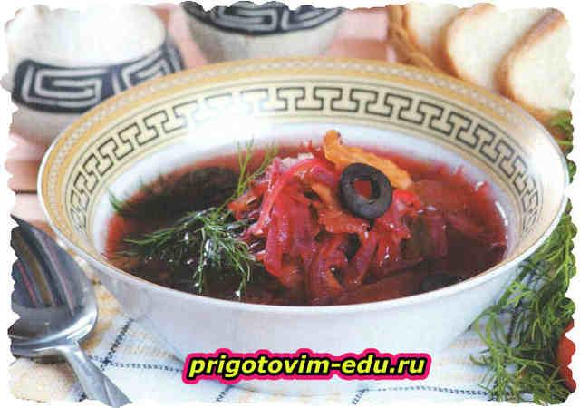 Свекольный суп с копчеными ребрышками