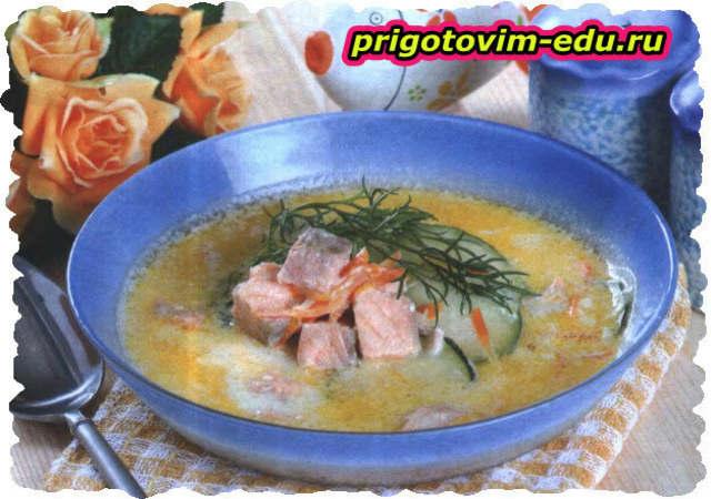 Сырный суп с семгой и кабачком