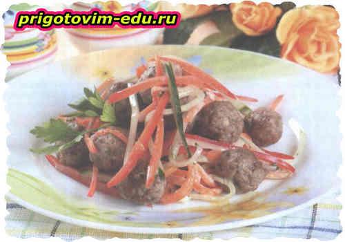 Теплый салат с фаршем и болгарским перцем