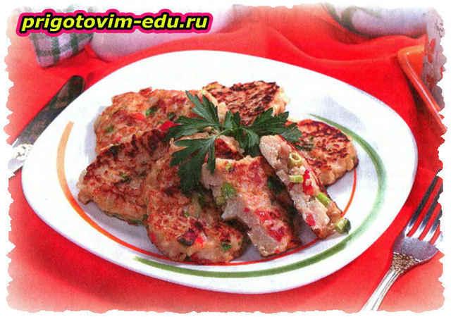 Томатные оладьи с сыром фетой