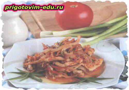Тушеная куриная соломка с овощами