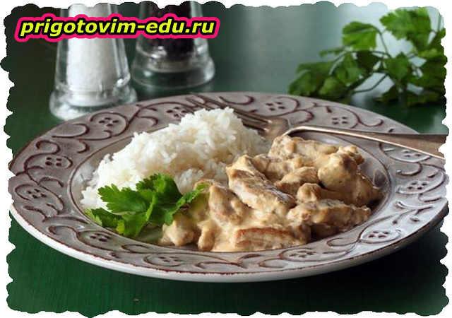 Жаренная курица в грибном соусе