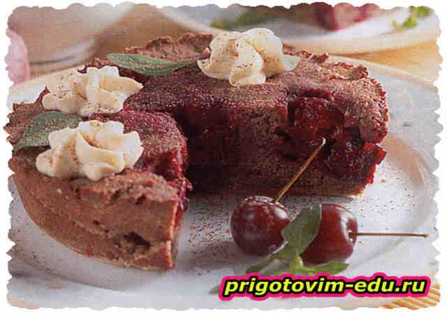 Запеченный десерт с вишней в СВЧ-печи