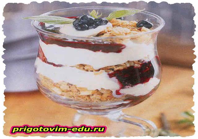 Черничный десерт с мюслями