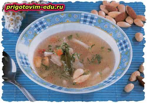 Рыбный суп с миндалем и острым перцем