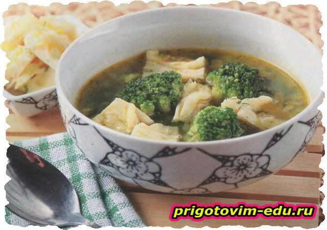 Суп с брокколи и омлетом