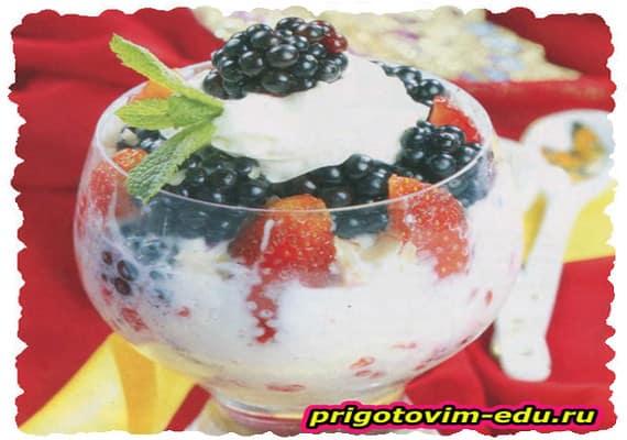 Ягодный десерт с творогом