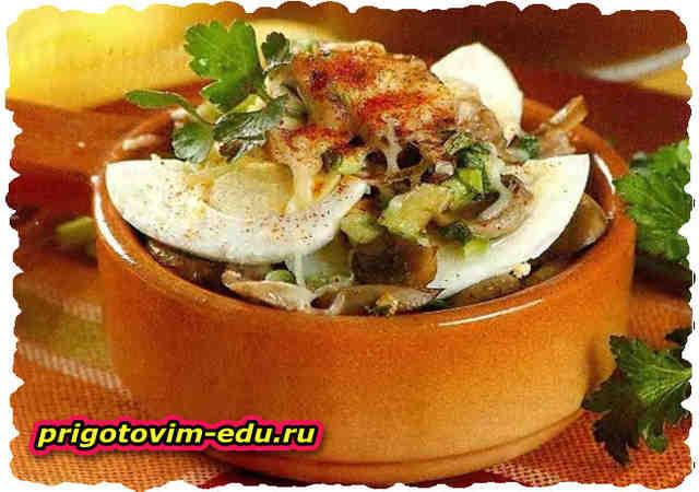 Яйца, запеченные с грибами и сыром