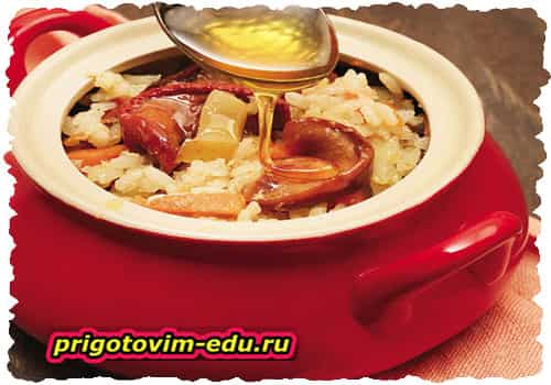 Каша рисовая с тыквой, яблоками и корицей в горшочке