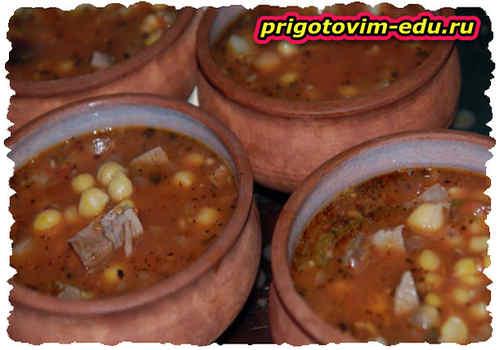 Путук - баранина с картошкой и горохом в горшочке