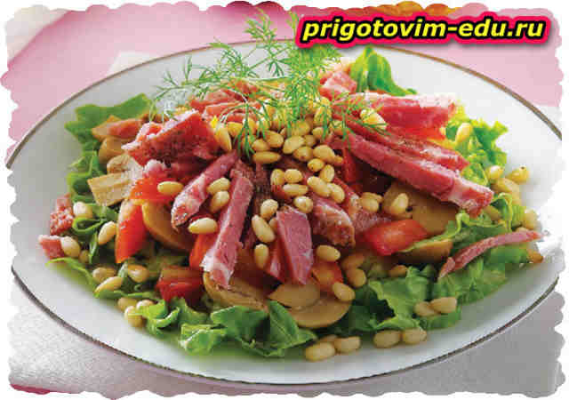 Салат из сырокопченого мяса с шампиньонами