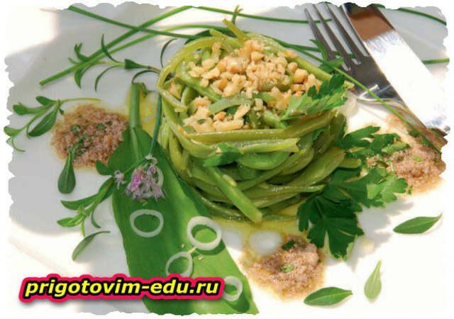 Салат из зеленой стручковой фасоли с орехами