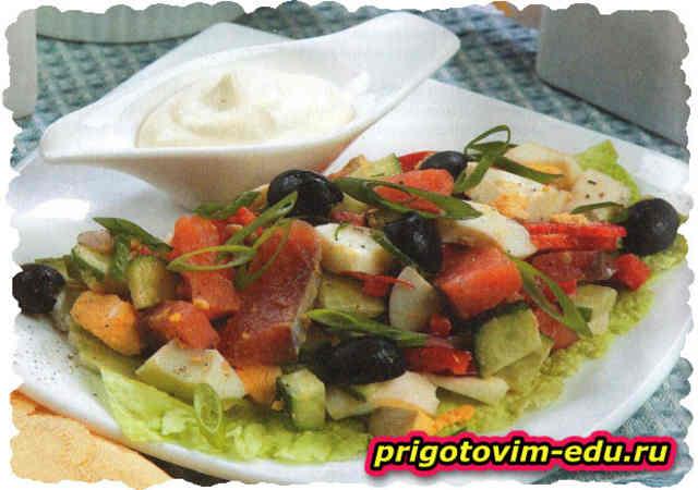 Салатик из горбуши холодного копчения с перцем