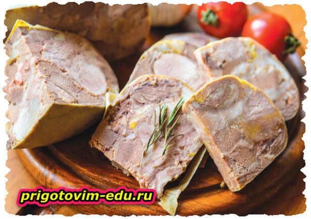 Сальтисон из свинины, говяжьего языка и говяжий печени