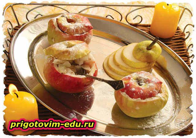 Яблоки фаршированные грушей и орехами