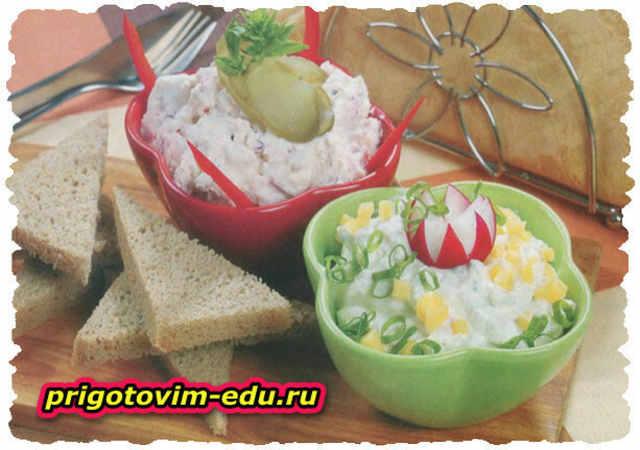 Закуски из сыра с ветчиной и редисом