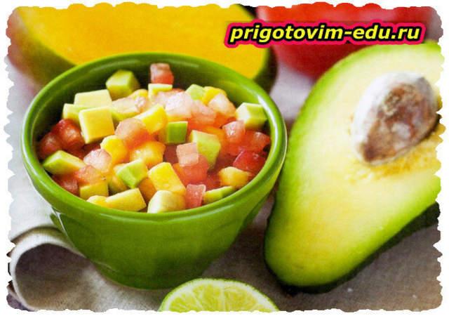 Салат с авокадо манго и томатами