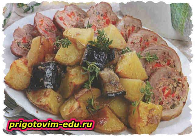 Запеченный рулет из свинины с картофелем и баклажанами