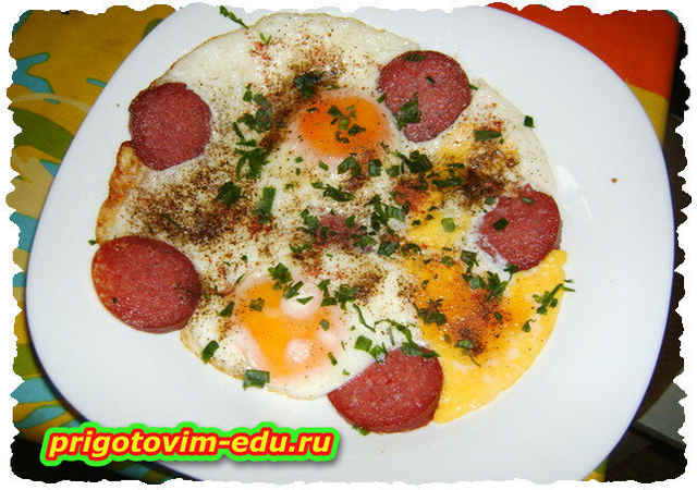 Готовим яичницу с колбасой