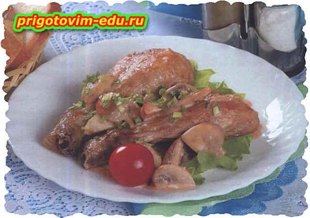 Курица тушенная в грибном соусе