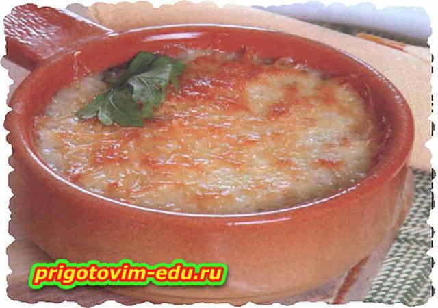 Шампиньоны запечены в сметане с сыром