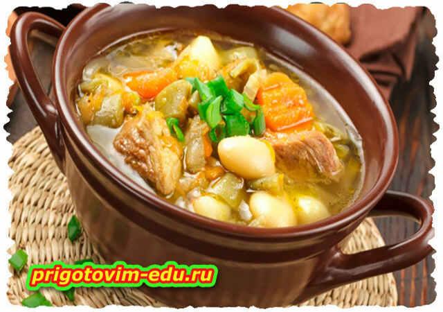 Суп мясной с овощами и ветчиной в горшочке